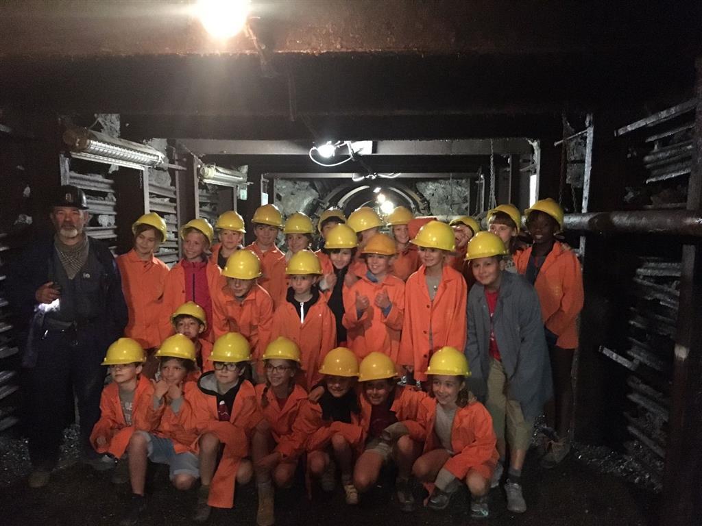 4de lj. bezoekt steenkoolmijn